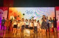 Hồ Hoài Anh truyền cảm hứng lạc quan cho bệnh nhân K với 'Tôi yêu cuộc đời'