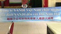 Thu giữ băng rôn 'Đại Nam Hải' của đoàn khách Trung Quốc giăng ở Huế