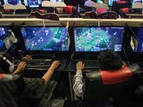 Nam giới làm việc ít vì game
