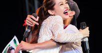 Bảo Anh hoảng hốt vì bị fan cuồng ôm chặt trên sân khấu