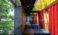 Báo ngoại thích thú với khách sạn 'lòe loẹt' ở Nha Trang