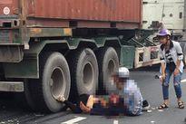 Một phụ nữ mang thai bị xe đầu kéo cán tử vong