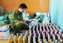 Thừa Thiên Huế: Phát hiện 2 ô tô chở số lượng lớn hàng lậu