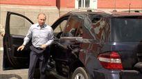 Vị khách bí ẩn ngồi sau ghế lái của Putin