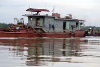Cát tặc đưa cả tàu trọng tải 1.000 tấn hoành hành trên sông Văn Úc