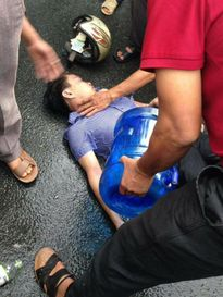 Vĩnh Phúc: Đi xe máy lúc trời mưa, thanh niên bị sét đánh bất tỉnh