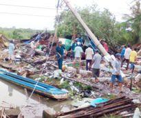 Cà Mau: Lốc xoáy trong đêm, hàng chục căn nhà bị sập và tốc mái