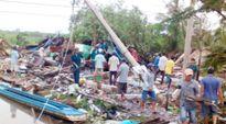 Lốc xoáy 'thổi bay' hàng chục căn nhà ở Cà Mau