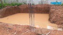 Hai anh em chết đuối thương tâm trong hố nước ở trường tiểu học