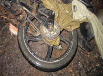Bị áo mưa siết cổ khi chạy xe máy, người đàn ông chết thương tâm