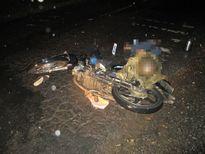 Người đàn ông chạy xe máy bị áo mưa siết cổ tử vong