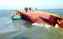 Chìm tàu chở than trong bão số 2, 13 người mất tích