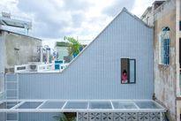Ngôi nhà có thiết kế kỳ lạ trong con hẻm nhỏ ở Sài Gòn
