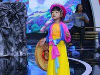 Cô bé 4 tuổi hát chèo, bài chòi, vọng cổ vô cùng duyên dáng