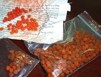Hai bệnh nhi thoát chết trong gang tấc sau khi uống thuốc cam rởm