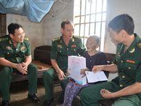 Bộ đội Biên phòng tỉnh thăm tặng quà gia đình chính sách