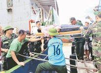Quân và dân Nghệ An cùng tham gia khắc phục hậu quả bão số 2