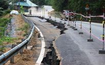 Cận cảnh vết nứt khổng lồ trên QL217 qua Thanh Hóa