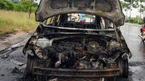 Xe ôtô bất ngờ bốc cháy khi đang lưu thông