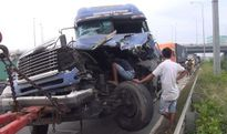 Xe đầu kéo tông xe tải, QL1 ùn ứ nhiều giờ