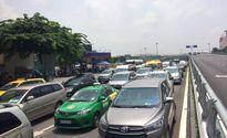 Xây thêm 2 cầu vượt nhưng cửa ngõ vào sân bay Tân Sơn Nhất vẫn kẹt cứng