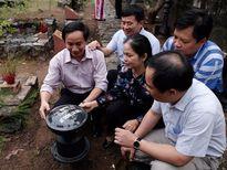 Báo Nghệ An tri ân các anh hùng liệt sỹ tại nghĩa trang Hàng Dương - Côn Đảo