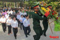 Bộ trưởng Nguyễn Ngọc Thiện dâng hương tưởng nhớ các anh hùng liệt sỹ Trường Sơn