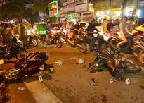 Ôtô tông hàng loạt xe máy ở cầu chữ Y Sài Gò