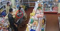 Lợi dụng 'đêm khuya thanh vắng', người phụ nữ vào cửa hàng tạp hóa lấy trộm đồ