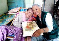 Nữ họa sĩ già và hành trình tri ân Mẹ Việt Nam anh hùng