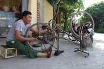 Tàn nhưng không phế: Cựu binh một chân 30 năm ròng sửa xe đạp