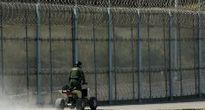 Hạ viện Mỹ chấp thuận tăng chi quốc phòng và xây tường biên giới với Mexico