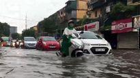 Nhiều tuyến phố Hà Nội ngập sau mưa lớn
