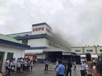 Giải cứu hơn 100 công nhân mắc kẹt trong đám cháy lớn