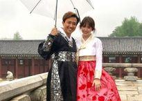 Mặc Hanbok đi giày thể thao đâu chỉ riêng vợ chồng Trấn Thành
