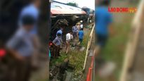 Tàu chở 120 người lật ngửa ngay trong ga tại Hà Nội