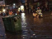 Hà Nội ngập trong cơn mưa chiều cuối tuần