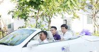 Trung Kiên dùng xe mui trần rước Lê Phương 'về dinh'