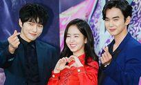 Cùng một động tác: Idol Kpop thực hiện cực cool, diễn viên lại lúng túng