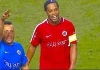 Hành động đẹp của Ronaldinho 'đốn tim' người hâm mộ