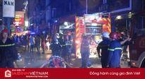 Cháy lớn trong đêm ở khu phố Tây, nhiều người tháo chạy khỏi biển lửa