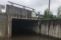 Mưa về, cống chui cao tốc Nhật Tân – Nội Bài biến thành 'sông'