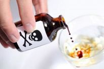 Hạ sát người tình bằng cách pha thuốc sâu vào bia