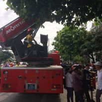 Quảng Ninh: Đổ mái nhà, một công nhân bị điện giật nguy kịch