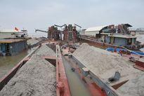 Liên tiếp bắt 4 tàu khai thác cát trái phép trên sông Đá Bạc