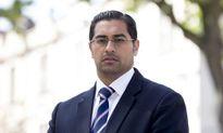 Luật sư Anh từ bỏ lương cao để làm hiệu trưởng