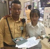 CSGT tìm trả tài sản của nữ sinh bị đánh rơi khi đi nhập học