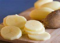 Tạm biệt tận gốc mụn đầu đen, mụn trứng cá bọc với khoai tây