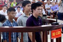 Hung thủ đâm chết người do bị vây đánh lĩnh 2 năm tù
