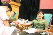 Nữ sinh An ninh xinh đẹp cười tươi khi được hiến máu tình nguyện